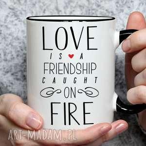 kubki kubek z nadrukiem dla zakochanych - love is a friendship caught on fire