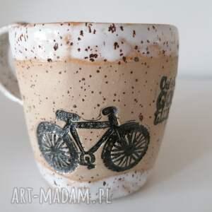 ręcznie robione ceramika kubek rowerem w stronę słońca