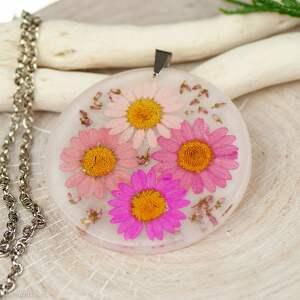 naszyjnik z prawdziwymi kwiatami zatopionymi w żywicy z445, biżuteria