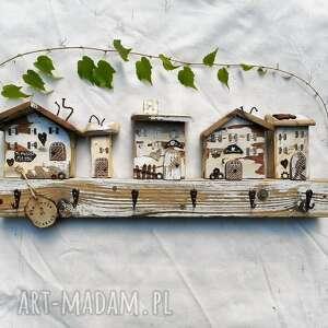 rustykalny wieszak z domkami, dom domki, wieszak