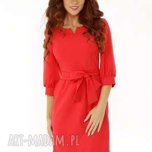 sukienka z dziubkiem i falbaną czerwona, elegancka sukienka, modna