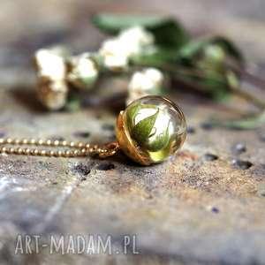 Naszyjnik z kremową różyczką żywicy i pozłacanego srebra, żywica, róża, kremowa