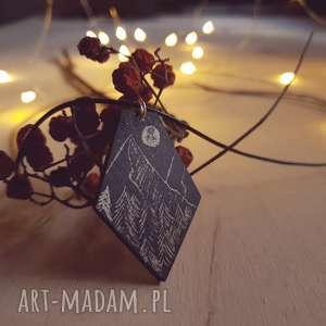 Drewniany wisior grawerowany, moonlight minimalist art, folk, góry, panorama, noc