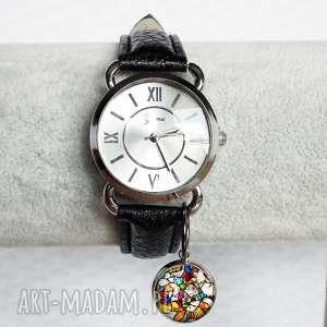 zegarek damski na pasku skórzanym z witrażową grafiką, mozaikowy, mozaika, kolorowe