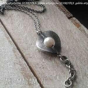 Klasyka otoczona naszyjnik z naturalnej perły i srebra