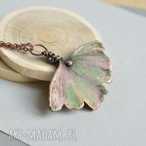 Miłorząb w różach - naszyjnik z prawdziwym liściem naszyjniki