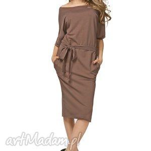 Bawełniana sukienka typu kimono z kieszeniami i paskiem T186, brązowa,