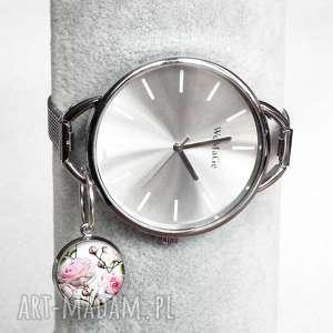Zegarek z zawieszką romantycznymi pudrowymi różami, srebrny, modny, blogerski