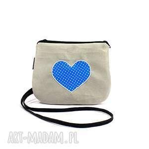 mini torebka damska z sercem w kropki, torebka-mini, torebka-na-ramię