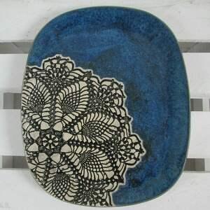 owalny talerz z koronką, talerz, ceramiczny, koronkowy, ceramiczna, granatowy
