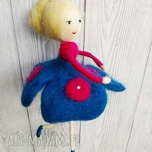 laleczka oliwia - balerina tańczaca na piórku-mobil laleczka