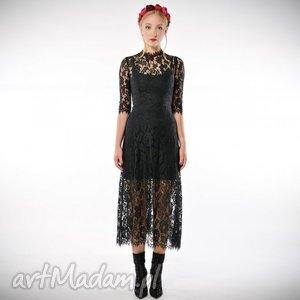 ręczne wykonanie sukienki sława - czarna koronkowa suknia