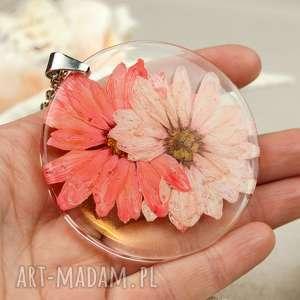 hand-made naszyjniki z157 duży wisior z suszonym kwiatem w żywicy