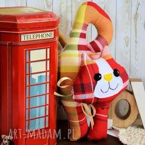 ręczne wykonanie zabawki kotek - zawieszka leoś