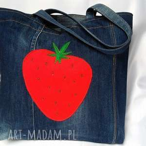 hand-made na zakupy duża torba z jeansu z filcową truskawką