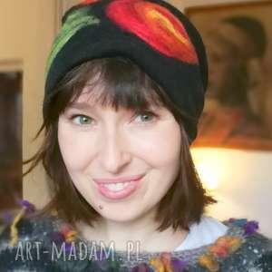 czapka wełniana damska czarna z kwiatem, czapka, wełna, zima, narty, etno, ciepła