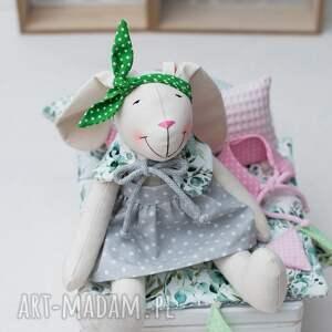 ręcznie robione dla dziecka króliczek w dużej skrzynce domu prezent urodziny