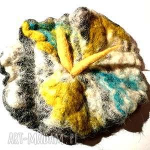 duża filcowa broszka kwiat - broszka, filc, kwiaty, zima, sweter, oversize