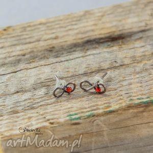 infinity red - kolczyki z miedzi, kolczyki, miedź, czerwony, szkło, minimalizm, retro
