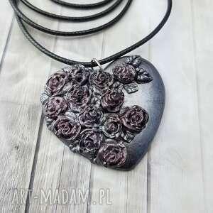 1006/mela - wisiorek serce z polimeru różami, wisiorek, serce, kwiaty, róże