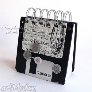 floppy disk - notes #3, notes, dyskietka, gazeta, guzik, retro