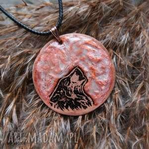 Miedziany Księżyc i Wilk - wisior z malowanej miedzi świecący w ciemności!, wilk