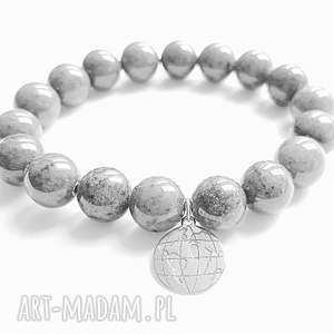 bransoletki globus szarych kamieniach, globus, świat, wakacje, podróże, charms