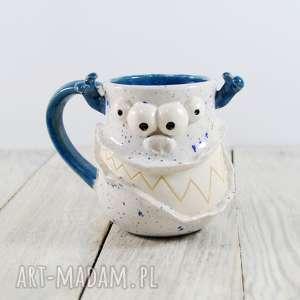 kubek ceramiczny stworek, potworek z rogami, kawa, herbata, praca, dla dziecka