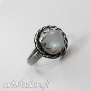 kamień księżycowy i srebro - fakturowany pierścionek, kamień, księżycowy