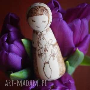 zimowy kwiat - drewniana ręcznie wypalana laleczka, kokeshi, pirografia