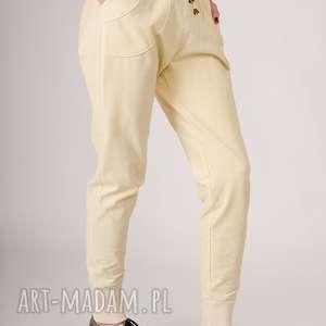 prezent na święta, spodnie z bawelny, bawełna, sciagacz, kratka, jasne
