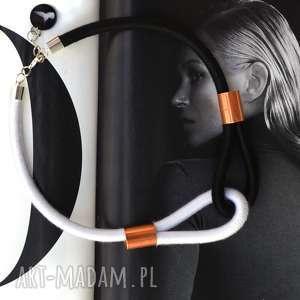 naszyjnik multicolor black white, minimalistyczny, naszyjnik, kolia, owijany