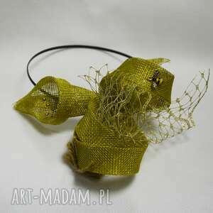 wyjątkowy prezent, oliwkowa lilia, fascynator, oliwka, woalka, złota