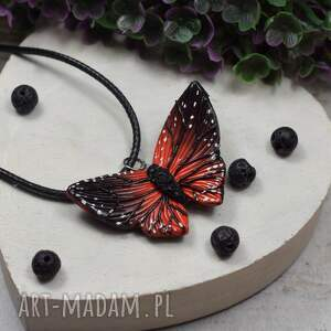 kameleon wisiorek motyl w odcieniach czerni i czerwieni