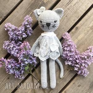 Kotka Kicia w koronkowej sukience , szydełko, babyshower, narodziny, kotek, urodziny,