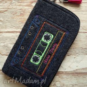filcowe etui na telefon - retro party , etui, smartfon, filcowe, retro, kaseta