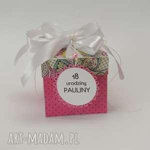 box z tortem na urodziny - box