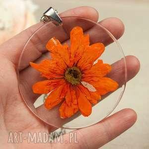 z123 naszyjnik z prawdziwymi kwiatami zatopionymi w żywicy