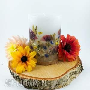 dom świeca romantyczna z prawdziwymi kwiatami makami, suszone kwiaty
