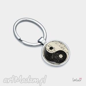 brelok do kluczy yin yang, talizman, symbol, szczęście, harmonia, grafika