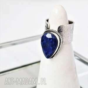 pierścień z lapisem lazuli, lapis granatowe oczko, szeroka obrączka