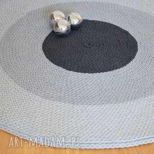 trójkolorowy dywan dla pani magdaleny, naszydełku