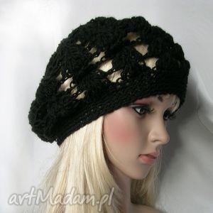 czarny ażurowy beret - beret, ażur, jesienny, modny, ozdobny, wiosenny