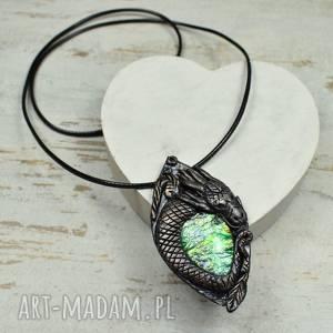 smok - duży wisiorek z pięknie mieniącym się kamieniem, smok, biżuteria