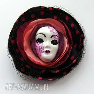 broszka z kolekcji masquerade - laura - broszka, maska, wenecka, tiul, kwiat, kropki