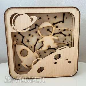 drewniany box z kosmonautą mały, box, lightbox