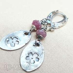 kolczyki ze srebra i rubinów, srebro, oksydowane, surowe, kobiece, lekkie, tilia