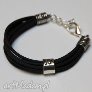 czarna bransoletka z linek silikonowych, kauczuk, silikon, modern, design, prezent