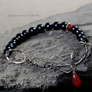 bransoletki czarna perła z robaczywym dodatkiem, perły, koral, srebro, oksydowane