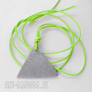 wisiorki trójkąt wisiorek, alpaka, sznurek, zmatowione